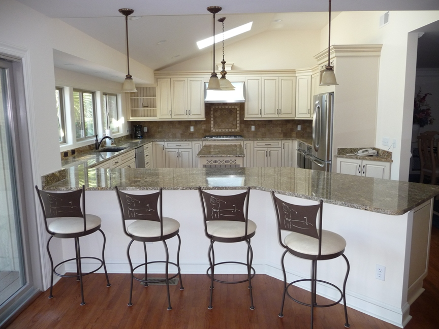 Kitchen, Counter And Stools